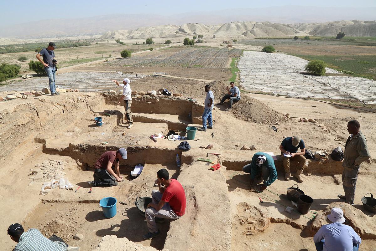 Dankzij het fonds op naam van mevrouw Barreveld heeft het RMO voor twee studenten de reis- en verblijfskosten voor hun deelname aan de opgraving in Tell Damiyah (Jordanië) betaald.